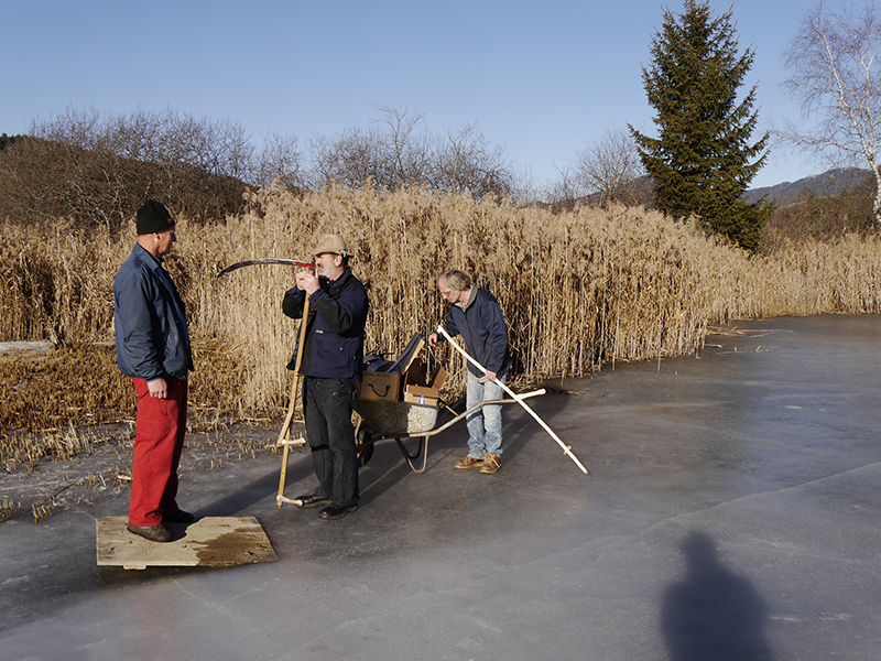 Mounting the scythes on the reflecting ice